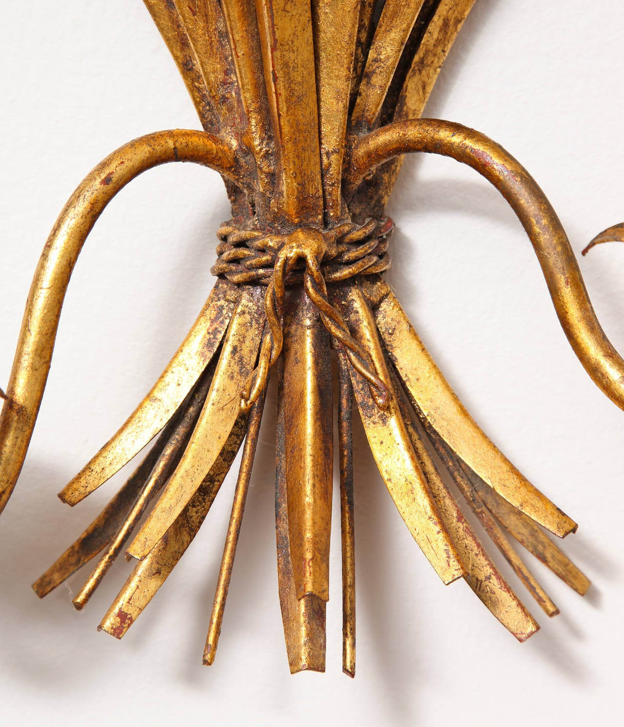 Italian 1960s Hollywood Regency Gilt Metal Sheaf of Wheat Wall Sconce For Sale 2