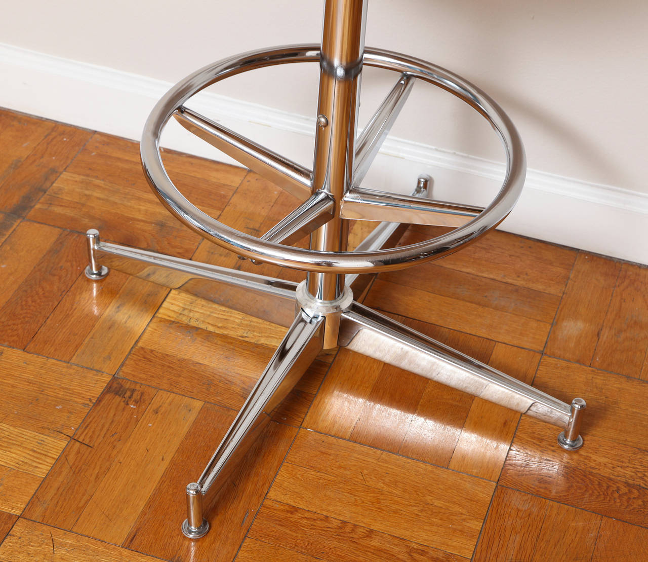 Set Of Three Chrome And Vinyl Swivel Bar Stools At 1stdibs