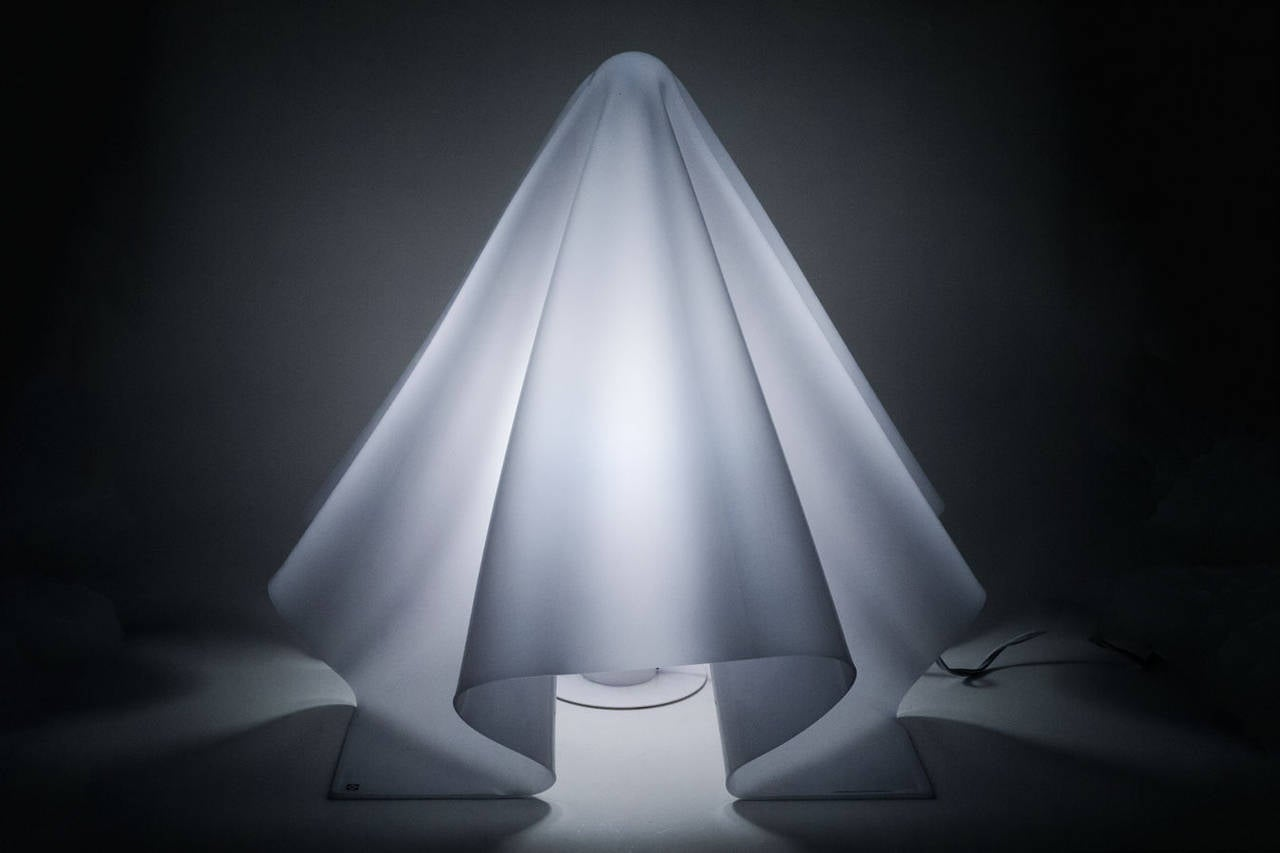 Large White Hand-Formed Ghost Lamp by Shiro Kuramata, 1970s In Excellent Condition In Chicago, IL