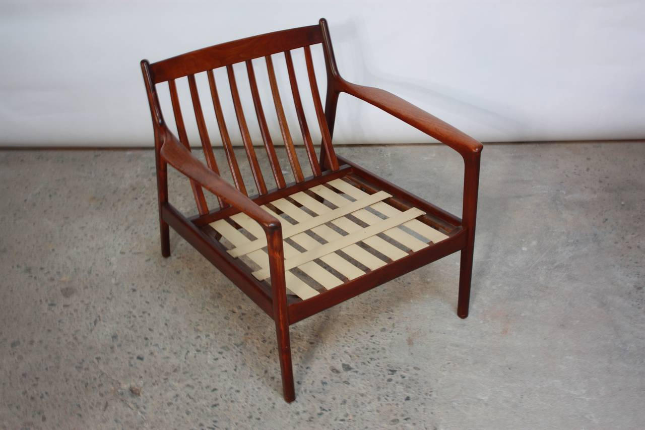 Mid-Century Modern Danish Modern Lounge Chair in Velvet and Teak For Sale