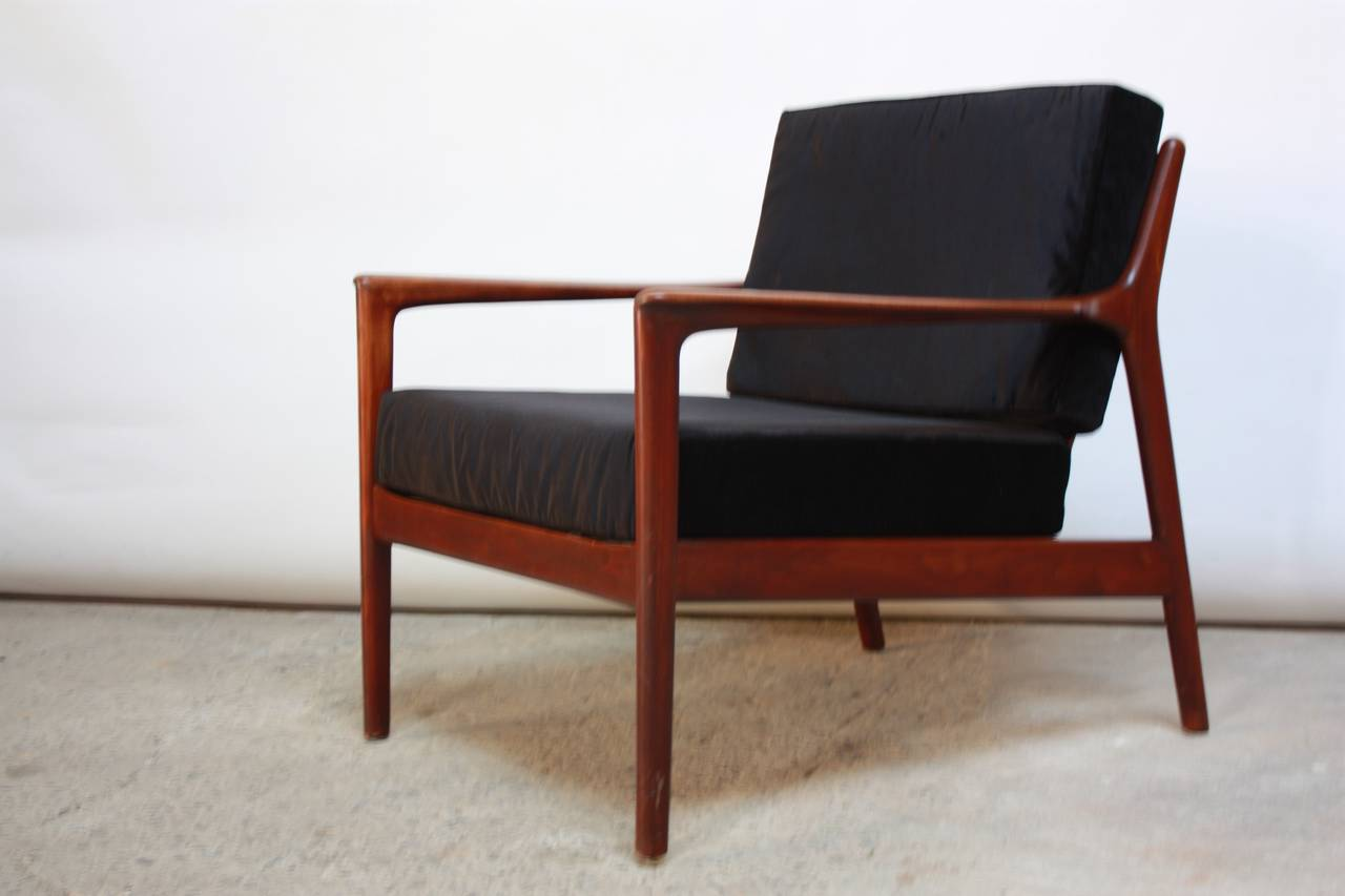 Danish Modern Lounge Chair in Velvet and Teak For Sale 1