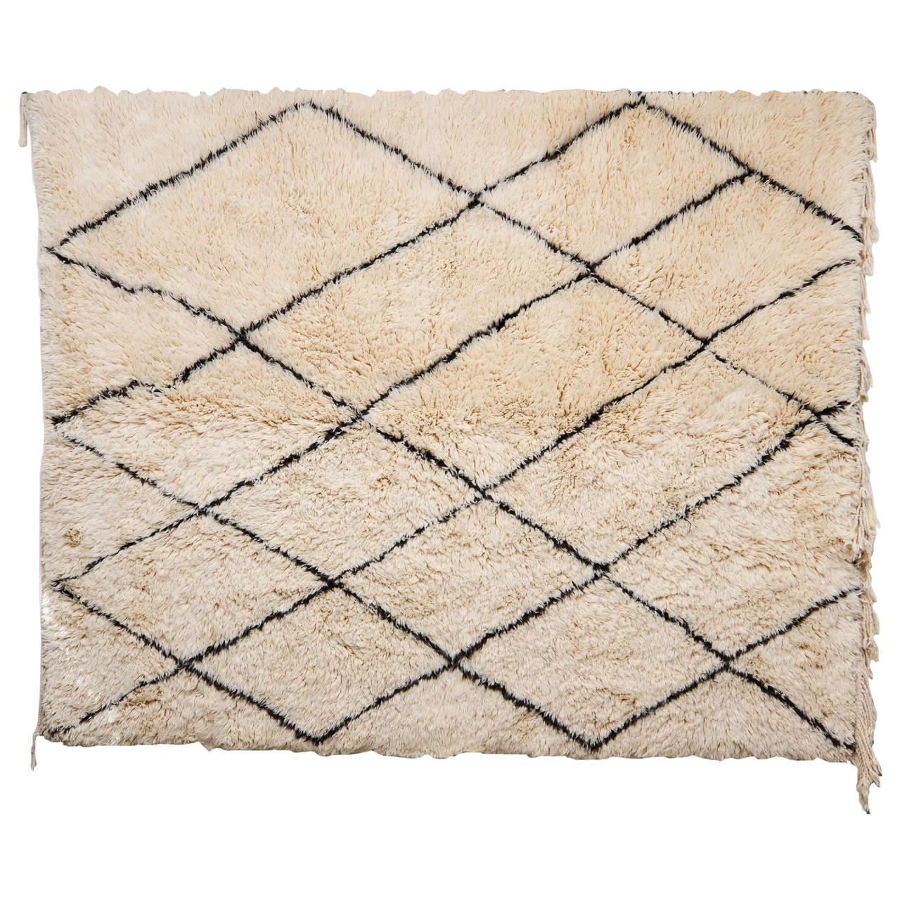 vintage beni ouarain moroccan berber carpet at 1stdibs. Black Bedroom Furniture Sets. Home Design Ideas