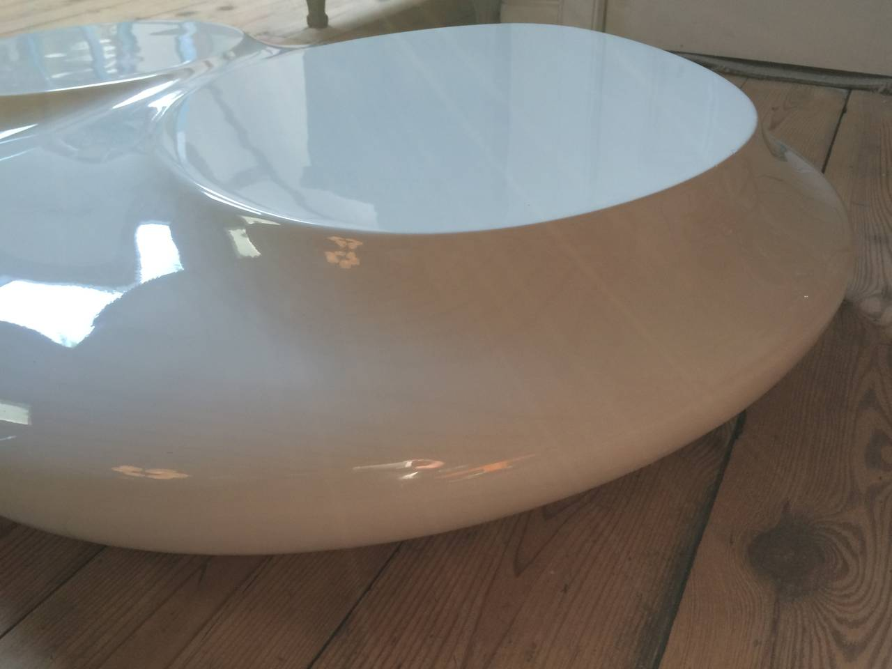 Space Age White Lacquered Fiberglass Coffee Table At 1stdibs