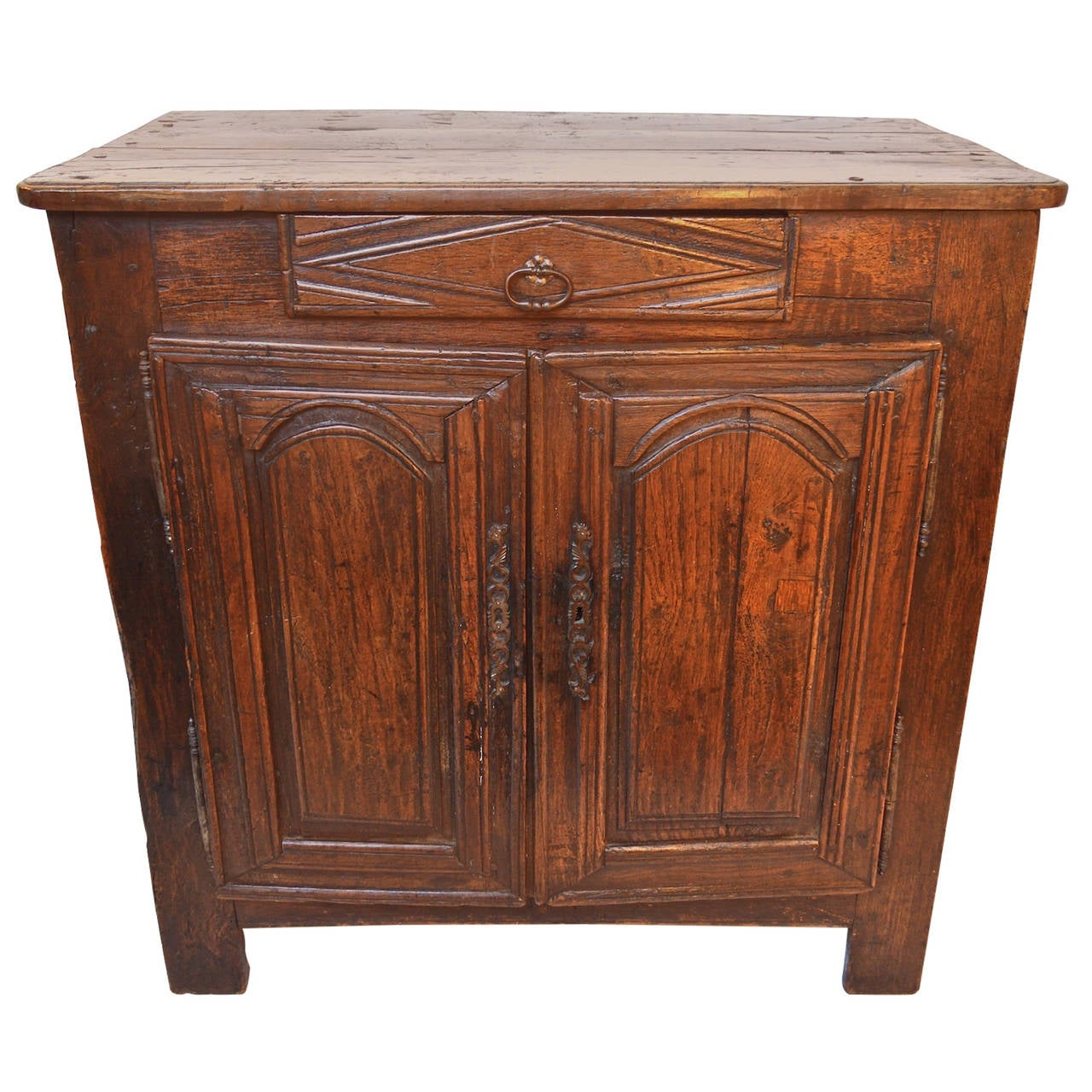 17th century petite buffet of oak at 1stdibs. Black Bedroom Furniture Sets. Home Design Ideas