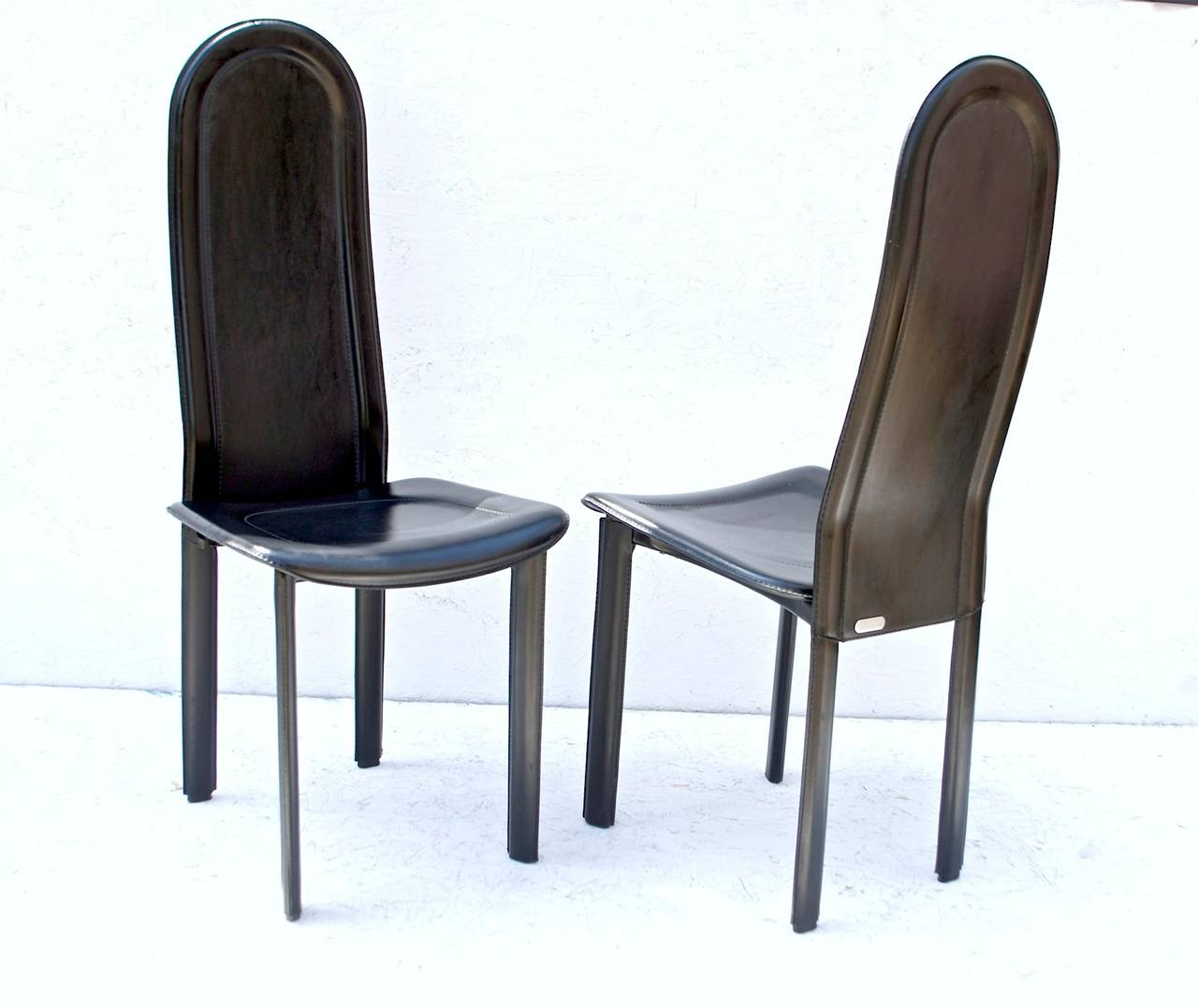 Black leather dining chairs by artedi u k for sale at 1stdibs for Black leather dining chairs