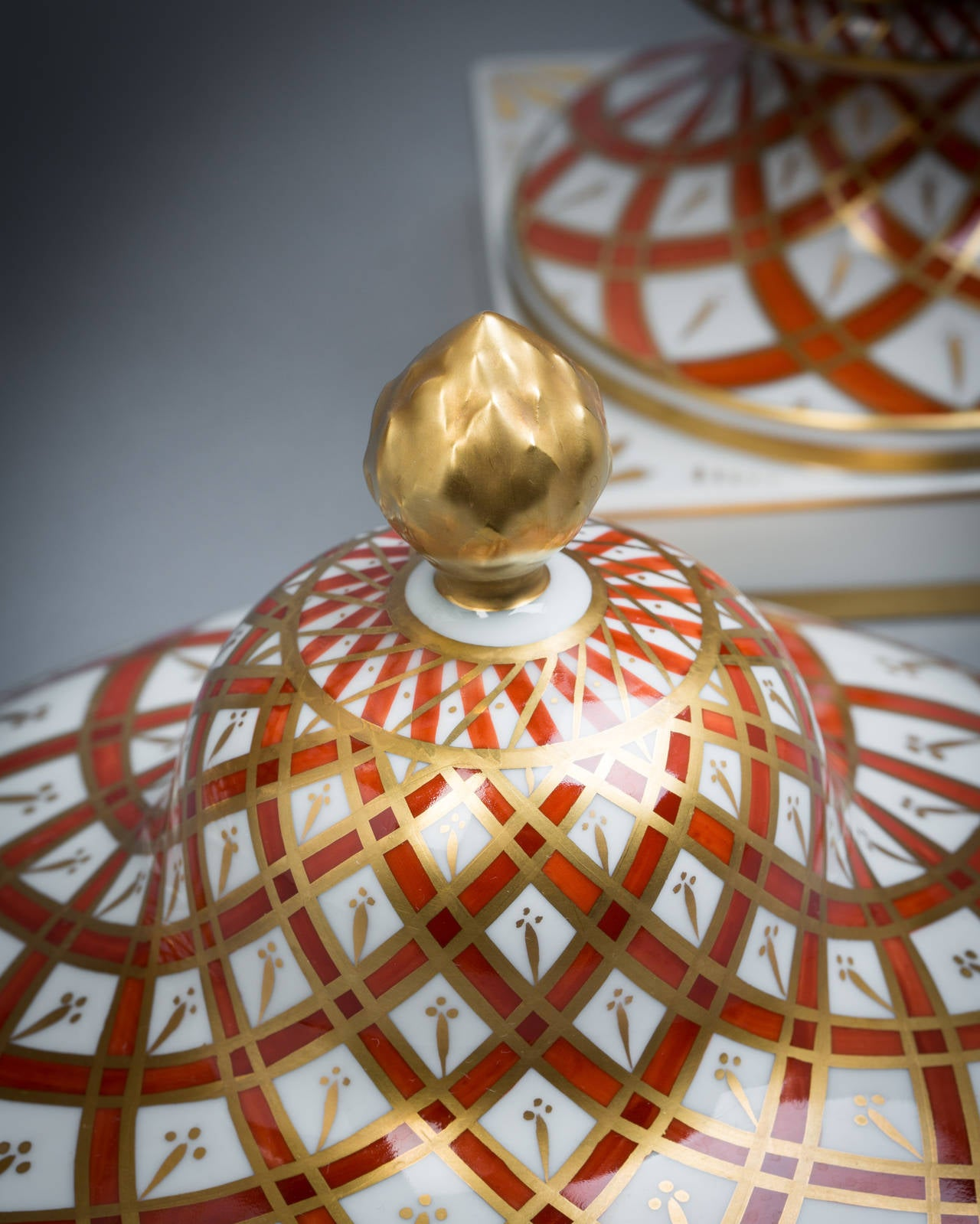 20th Century Pair of German Porcelain Covered Vases, Dresden, circa 1920 For Sale