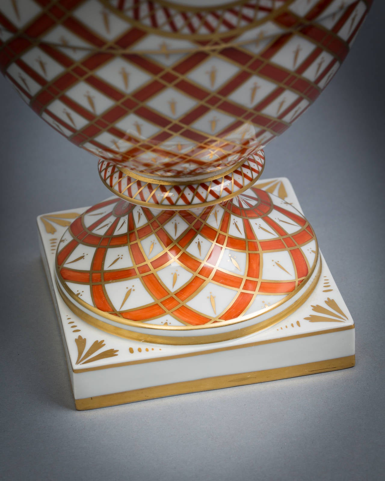 Pair of German Porcelain Covered Vases, Dresden, circa 1920 For Sale 1
