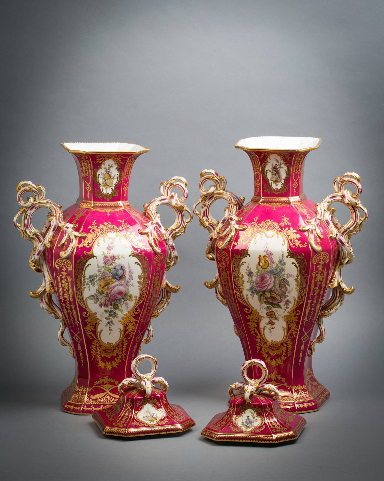 Pair of English Porcelain Covered Urns, Minton, circa 1840 In Good Condition For Sale In New York, NY