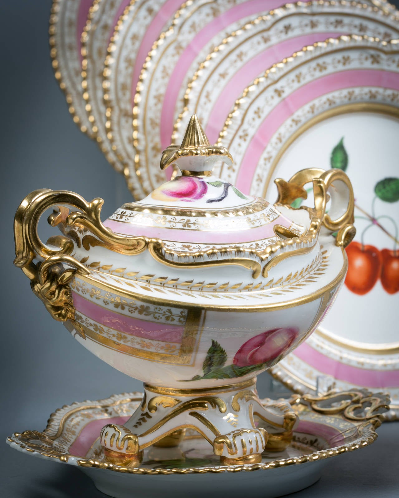 Footed centerpiece. Pair of covered sauce tureens. Four rectangular dishes. Four oval dishes. Four shell shaped dishes. 20 plates.