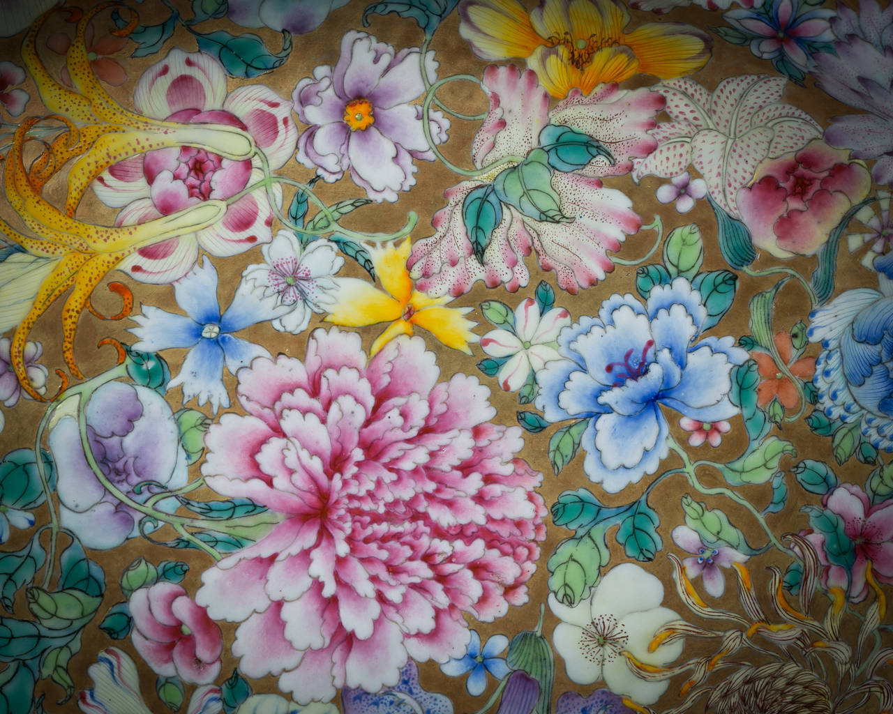 Chinese Export platter, circa 1820.  Mille fleur pattern.