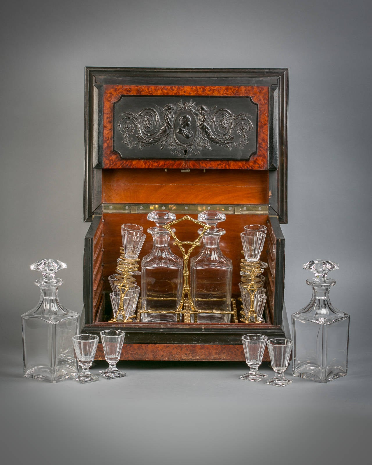 Fine English Yew and Boxwood Tantalus Bar Set, circa 1875 For Sale 1