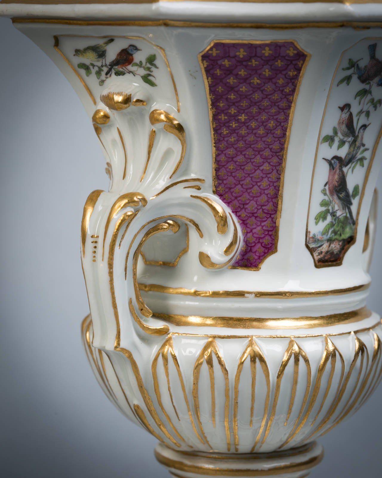 Pair of Meissen Covered Potpourri Vases, circa 1745 In Good Condition For Sale In New York, NY