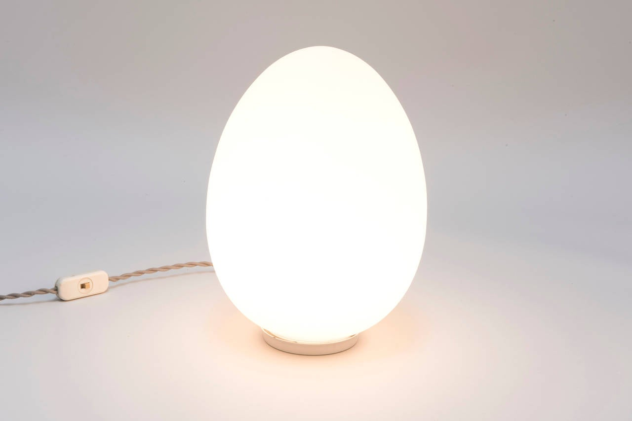 Egg Shaped Table vintage laurel style egg table lamp at 1stdibs