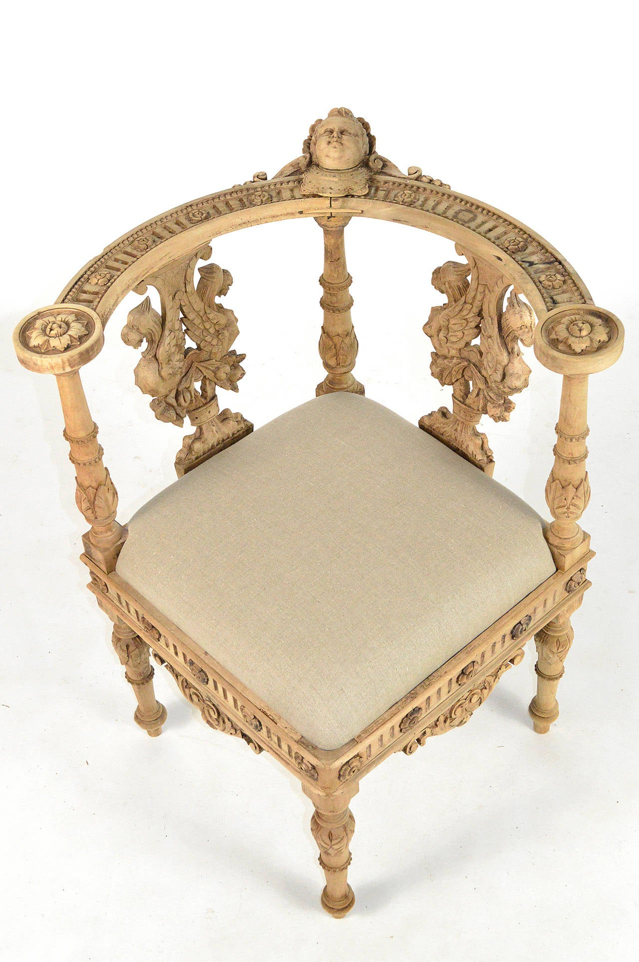 19th Century Italian Baroque Style Carved Wood Corner Chair In Good  Condition For Sale In Atlanta