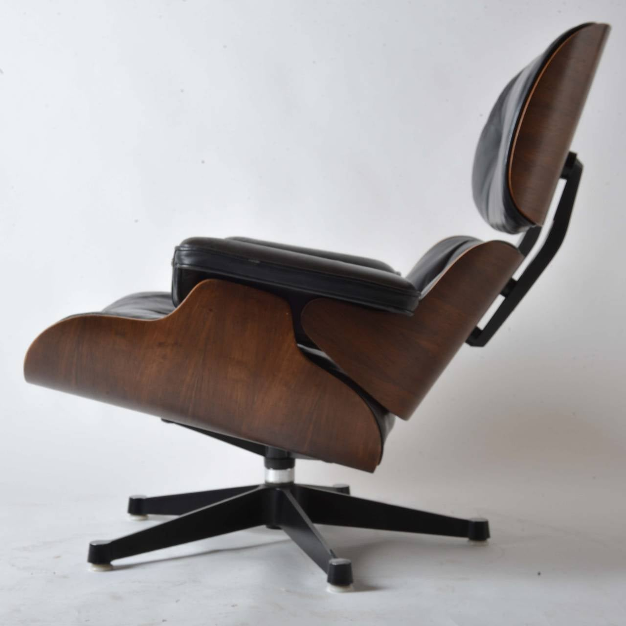Iconic Eames Lounge Chair for Herman Miller For Sale at