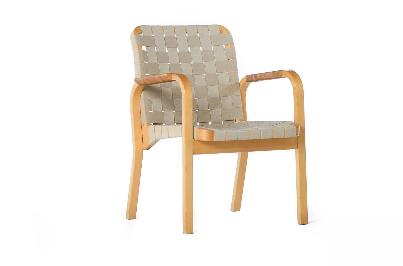 Merveilleux Mid Century Scandinavian Modern Bentwood Chairs By Alvar Aalto In Good  Condition For Sale In
