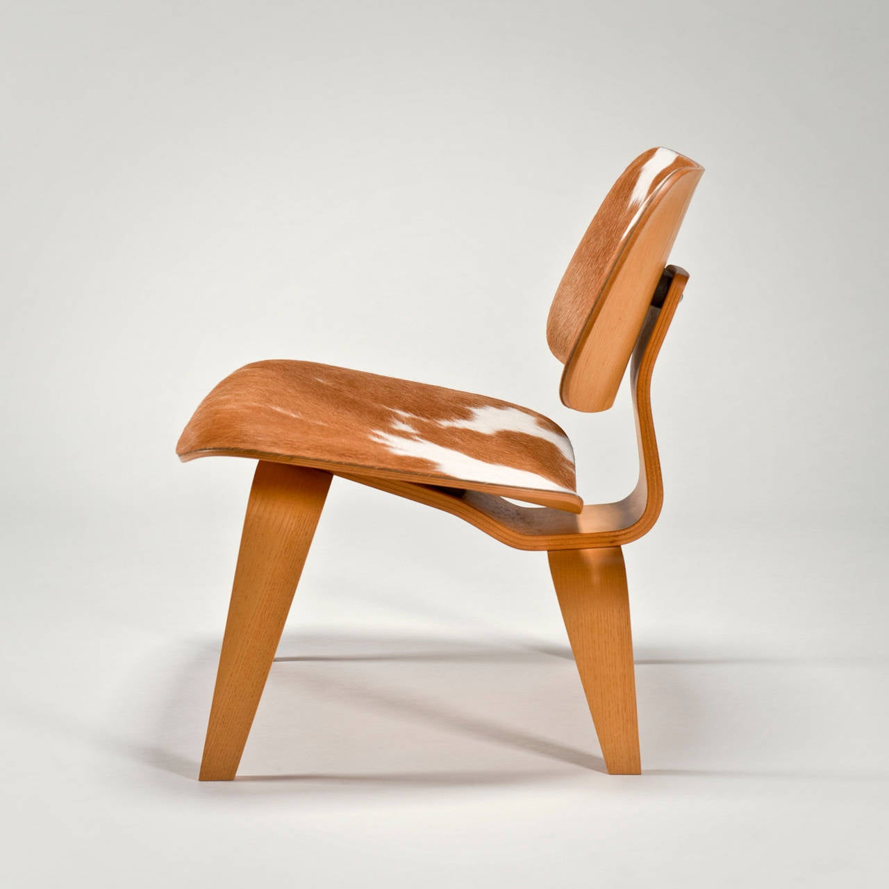 Bent plywood chair eames - Lcw With Cowhide By Charles And Ray Eames Special Edition 2