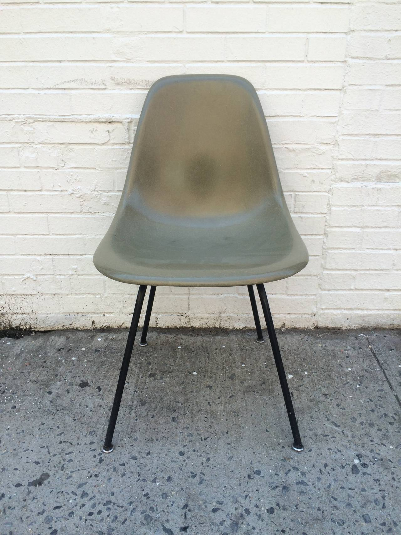 Mid-Century Modern Eames Herman Miller Raw Umber Fiberglass Chair For Sale