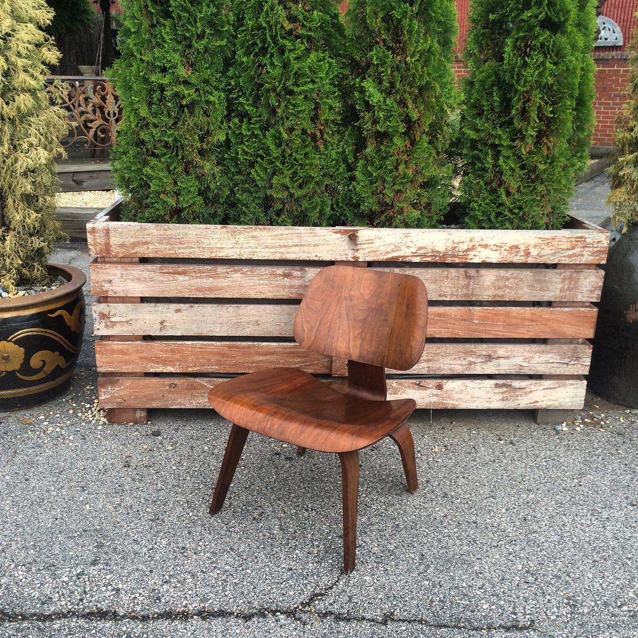 Mid Century Modern Eames Evans Walnut LCW Chair For Sale