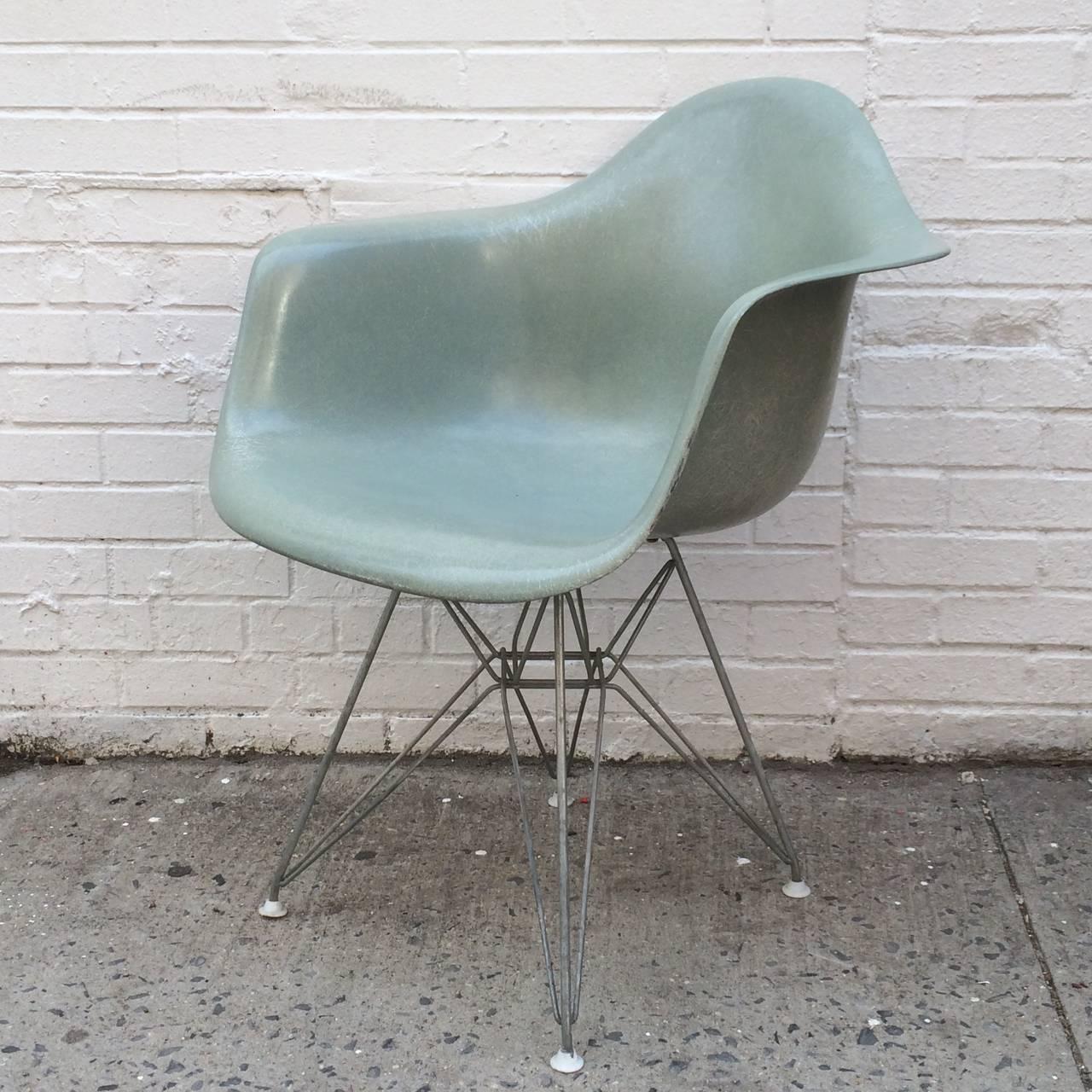 Near Mint Herman Miller Eames Seafoam Green Dar Chair At
