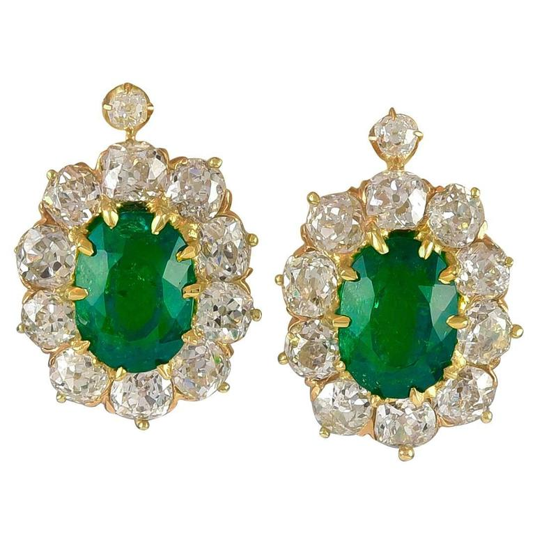 Natural Colombian Oval Emerald and Old European Cut Diamonds Clip Earrings For Sale