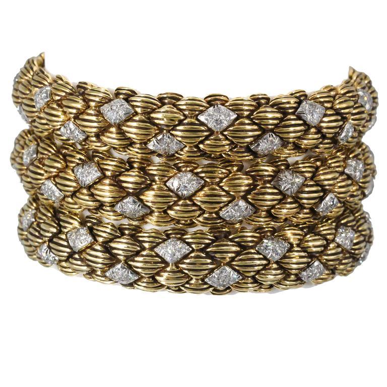 David Webb Three-Diamond Gold Link Bracelets For Sale