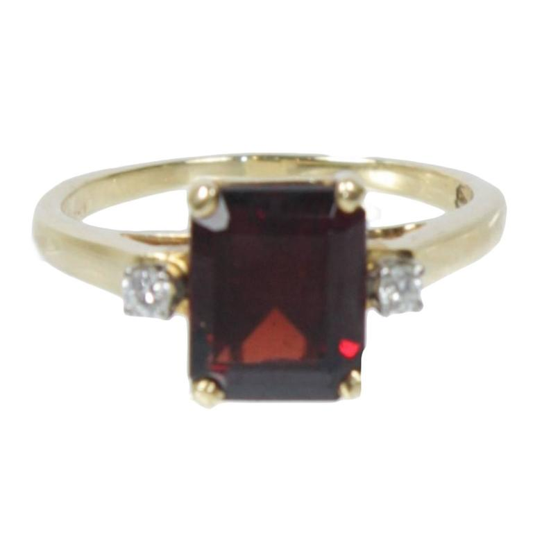 emerald cut garnet and 14kt yellow gold ring size