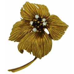 1950s Van Cleef & Arpels Ruby Diamond Gold Flower Pin Brooch