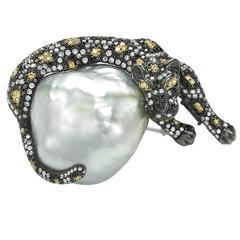 Baroque White South Sea Pearl Tricolor Diamond Tricolor Gold Jaguar Brooch