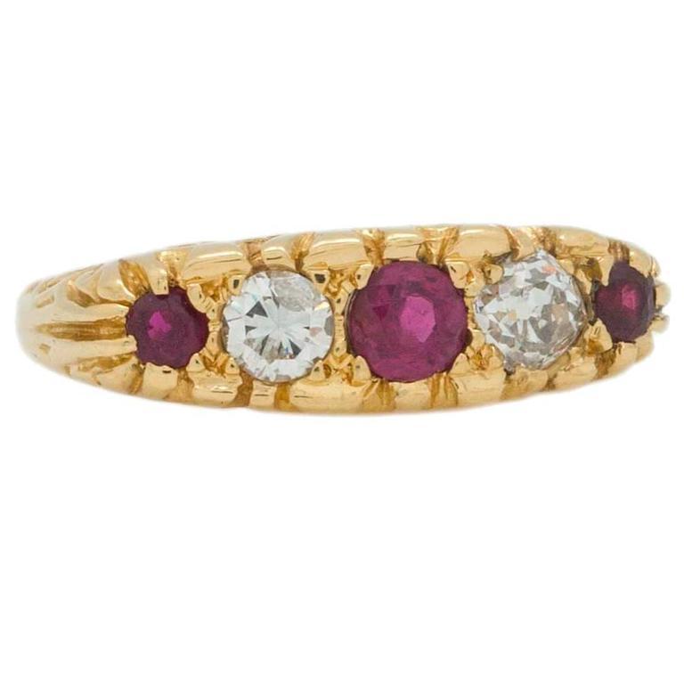 Victorian Ruby Diamond 18 Karat Yellow Gold Ring, circa 1900 For Sale