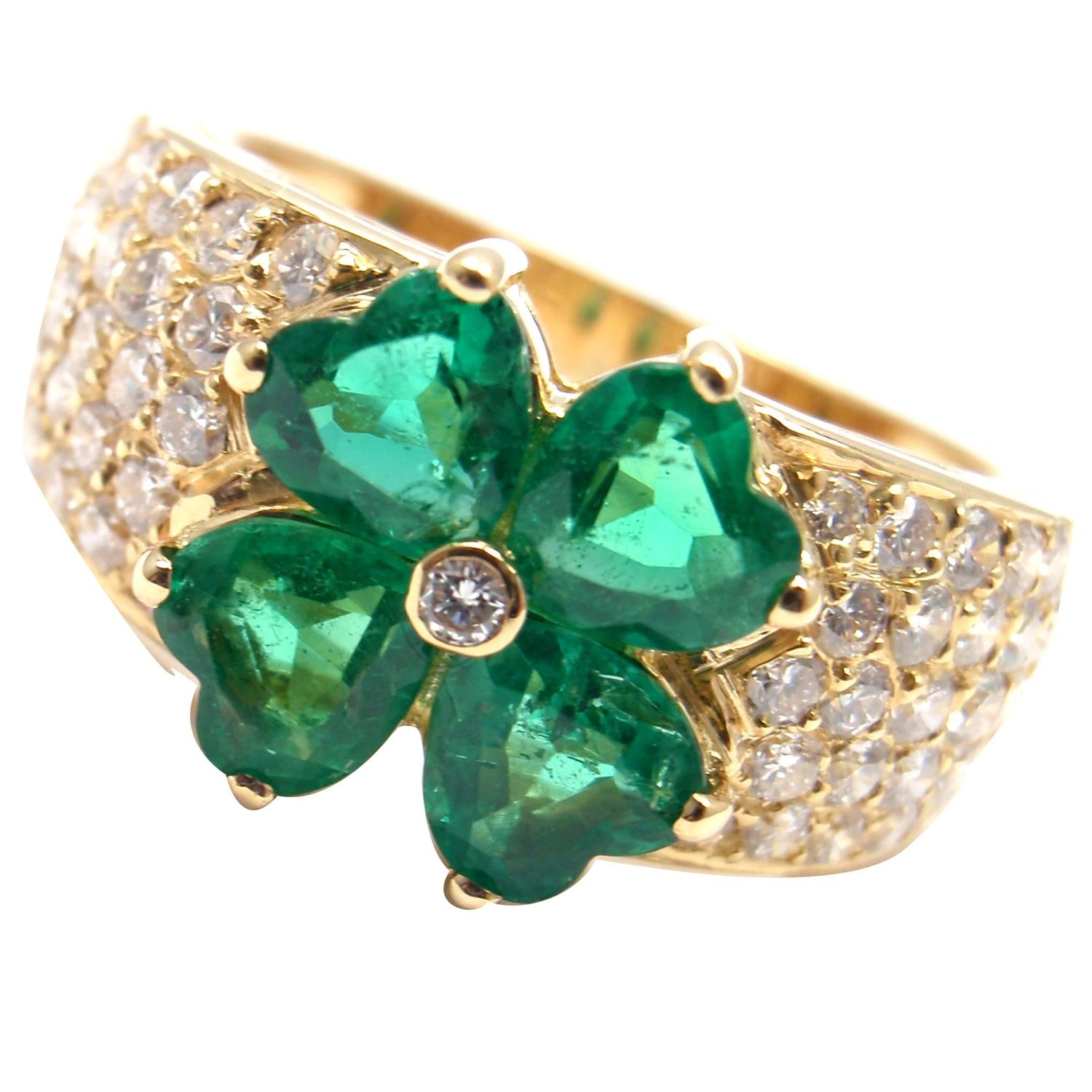Van Cleef and Arpels Emerald Diamond Gold Flower Ring at 1stdibs