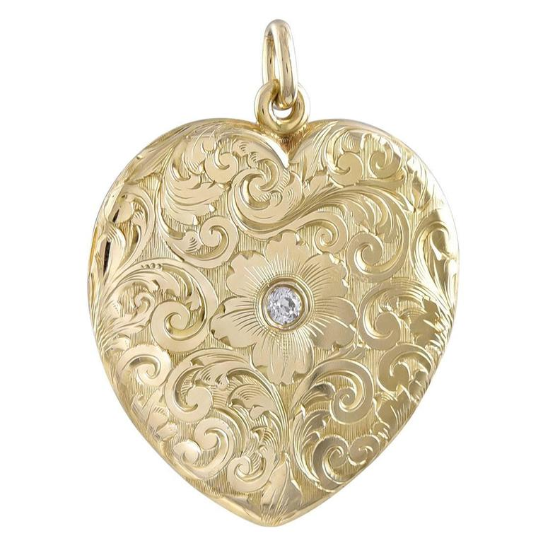 Absolutely Beautiful Antique Gold Heart Locket For Sale