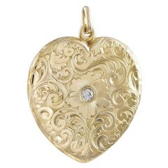 Absolutely Beautiful Antique Gold Heart Locket