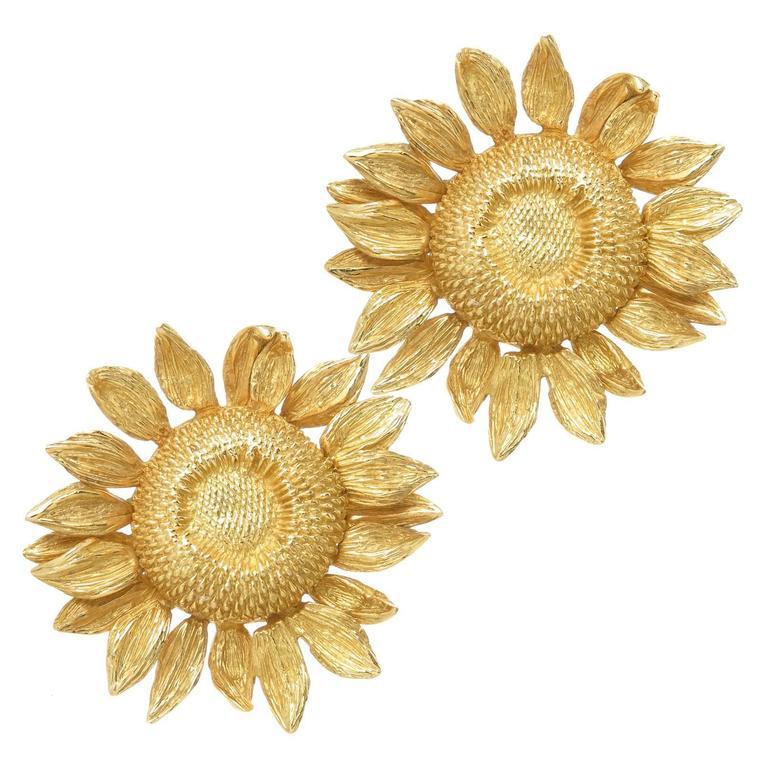 Asprey yellow Gold Sun Flower Earrings worn by Joan Collins 1