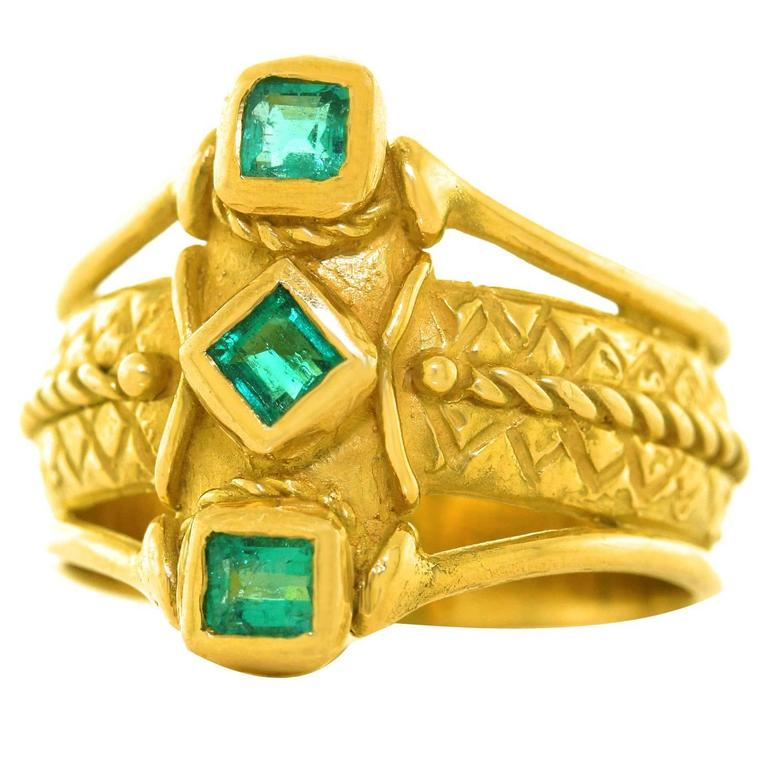 1970s Archaic Motif Emerald Gold Ring 1