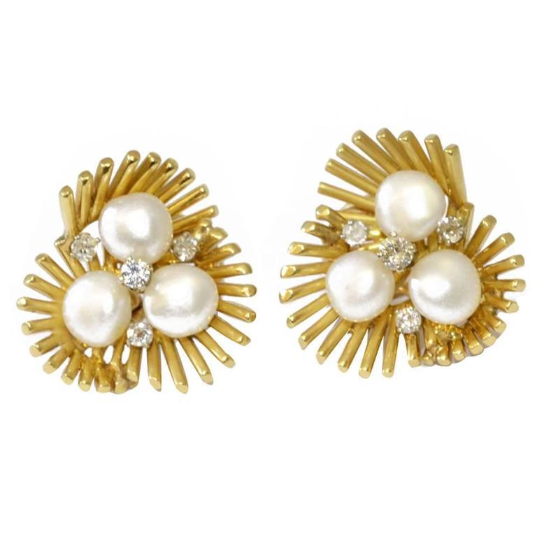 Ruser Pearl Gold Trefoil Ear Clips