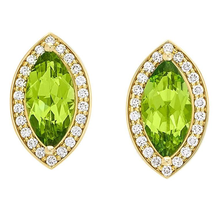 2.4 Carat Green Péridot 0.10 Carat Pavé-Set Diamonds 18 Karat Gold Earrings 1