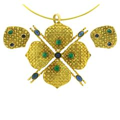 1970s French Emerald Sapphire Gold Choker and Earrings Suite