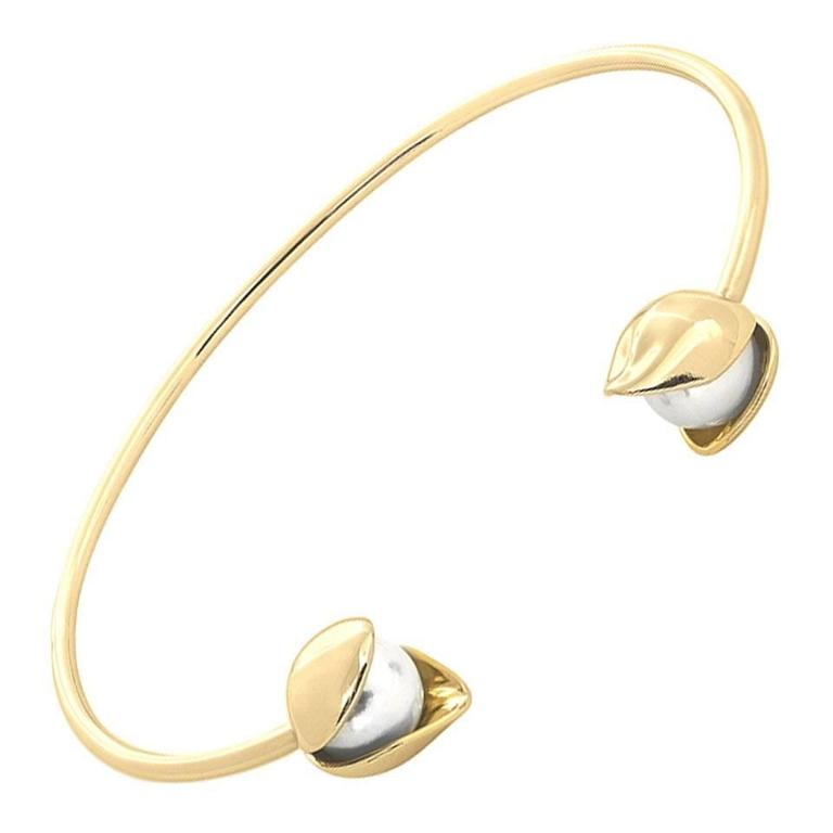 18 Karat Solid Yellow Gold 8mm Akoya Pearls Bangle Bracelet