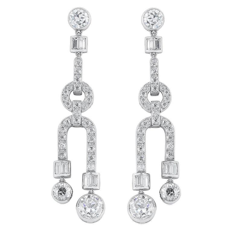 Highlights Of Sothebys New York Magnificent Jewels Sale April 21 2015 together with Metal Weight Earrings also Id J 1275113 further Id J 150382 likewise 172891251103. on 2 carat pear shaped stone