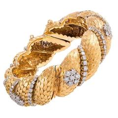 Textured Diamond Gold Bangle Bracelet