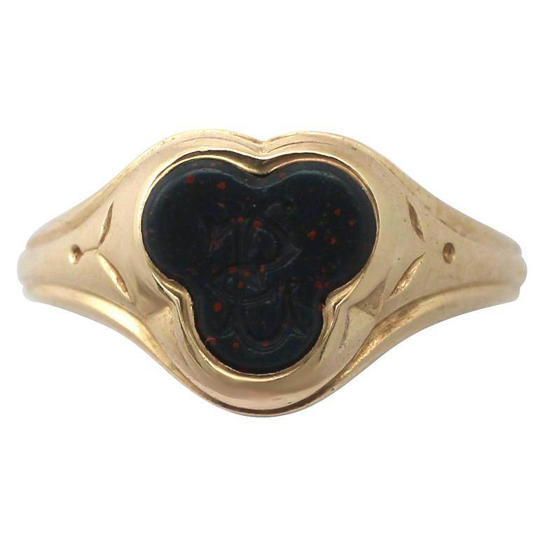 Bloodstone and 15k Yellow Gold Gent's Signet Ring - Antique Circa 1910
