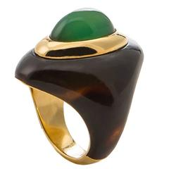 1970s Boucheron Paris Tortoise Shell Chrysoprase Gold Ring