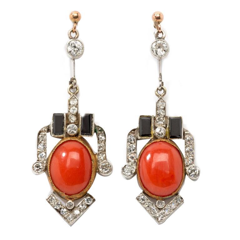 1920s Art Deco Coral Onyx Diamond Gold Platinum Dangle Earrings