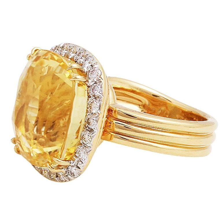 35 25 Carat GIA Yellow Sapphire Diamond Gold Ring For Sale at 1stdibs