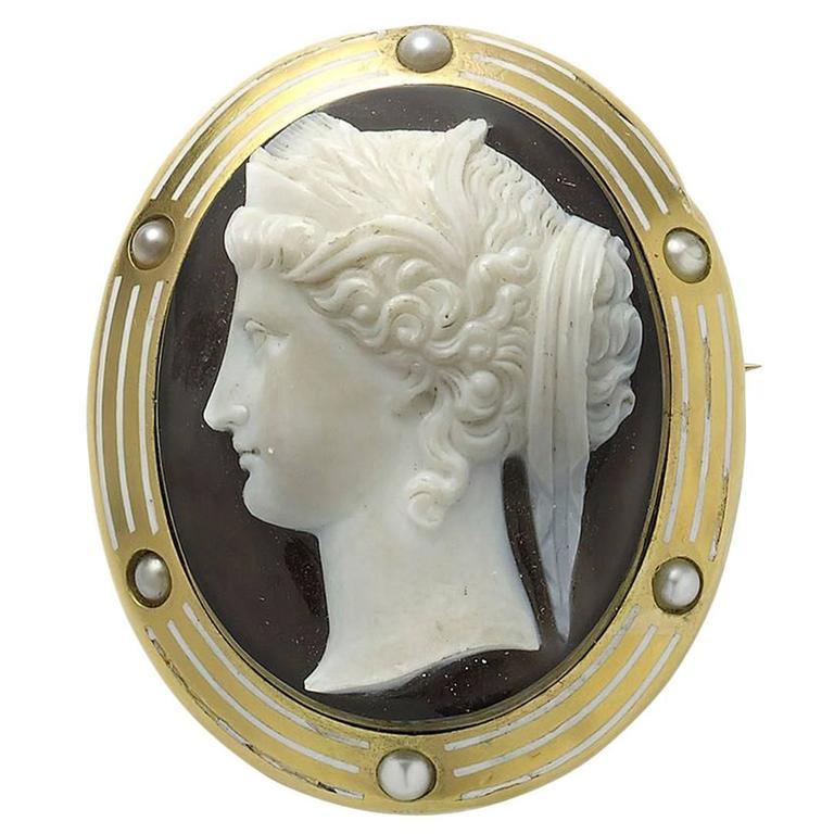 Hera Cameo Enamel Pearl Gold Brooch