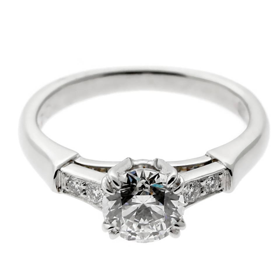 Très Harry Winston Diamond Platinum Engagement Ring For Sale at 1stdibs JT94