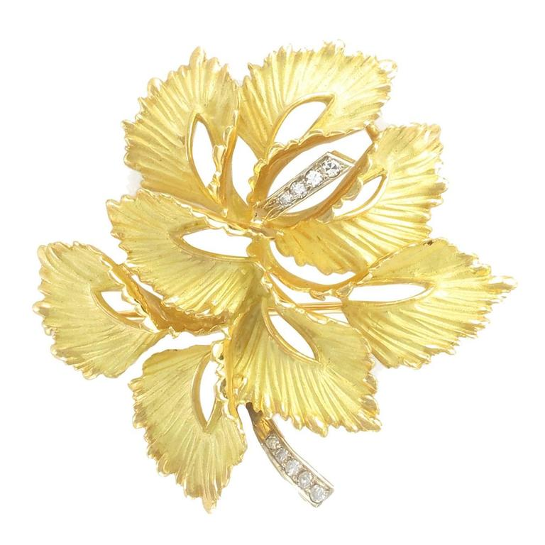 Modernist 1970s French Diamond Matte 18 carats Yellow Gold Leaf Brooch