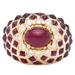 1970s Cabochon Ruby Diamond Gold Ring