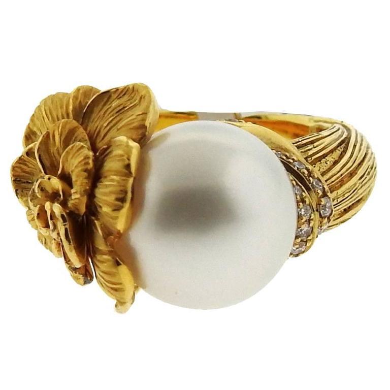 Carrera y Carrera Gardenia Flower Pearl Diamond Gold Ring